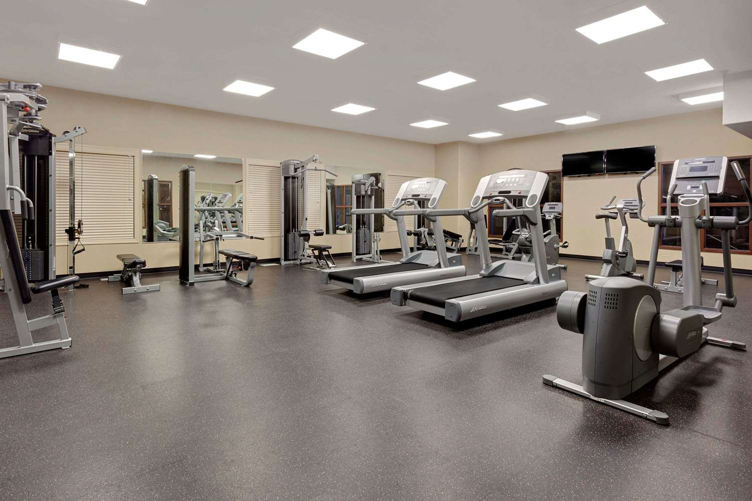 Fitness/ Exercise Room - Ramada Inn Stettler