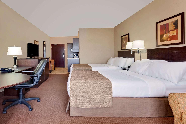 Room - Ramada Inn Stettler