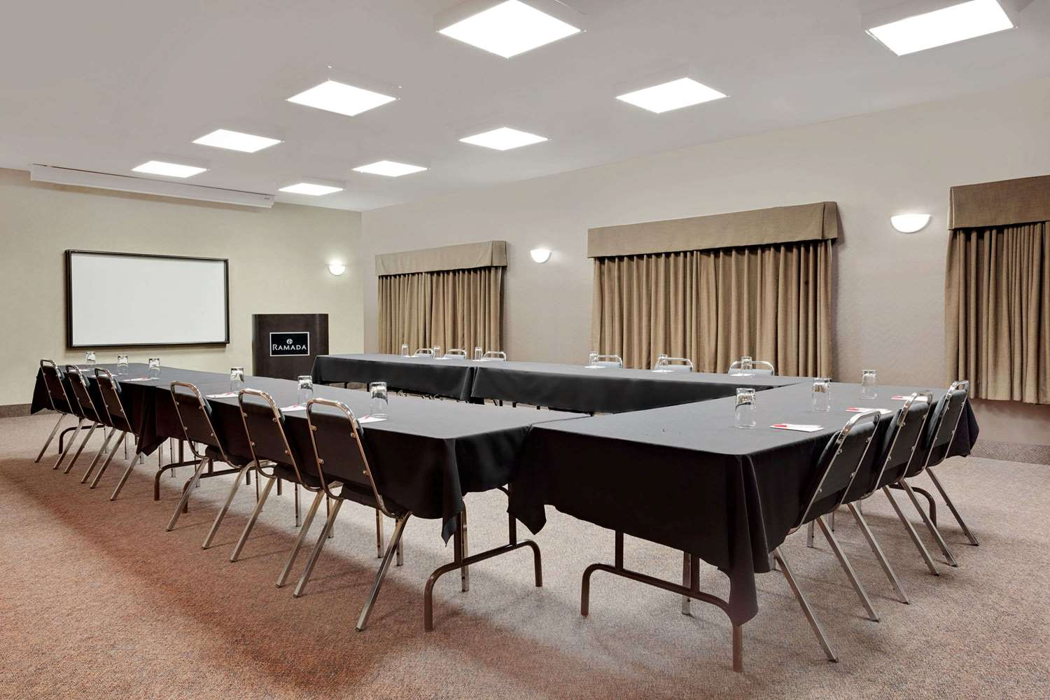 Meeting Facilities - Ramada Inn Stettler