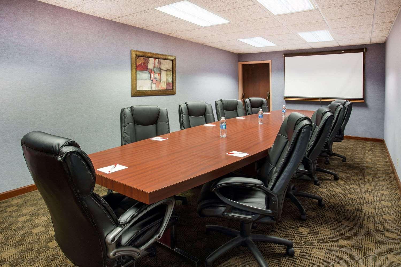 Meeting Facilities - Ramada Inn Bettendorf