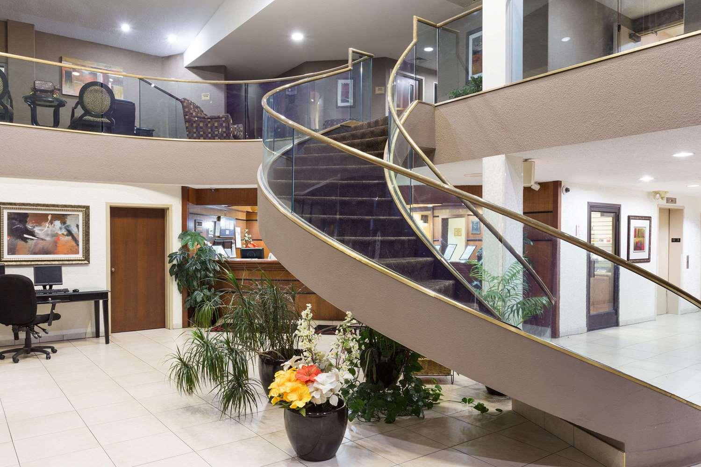 Lobby - Ramada Inn Bettendorf