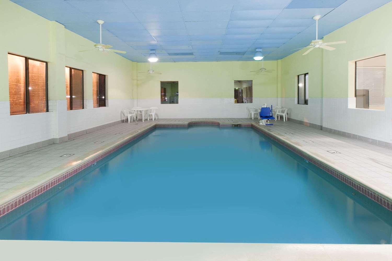 Pool - Days Inn Webster