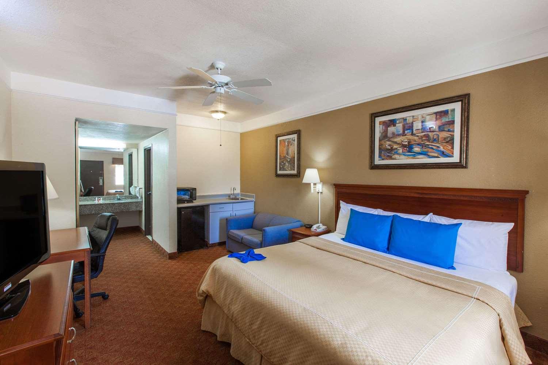 Room - Days Inn Webster