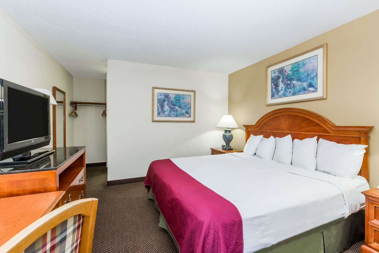 Room - Days Inn Valley West Clive
