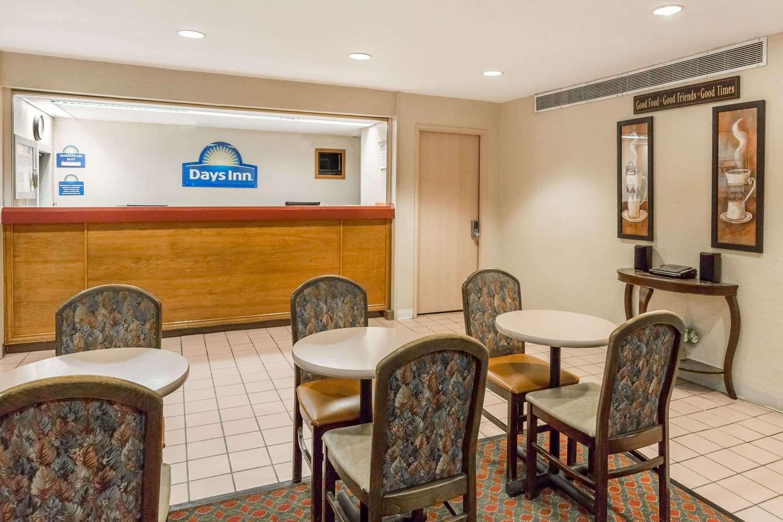 Lobby - Days Inn Valley West Clive