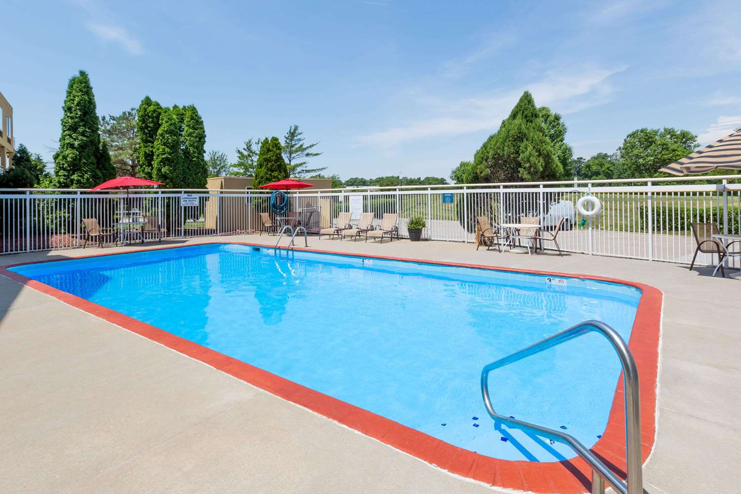 Pool - Days Inn Valley West Clive