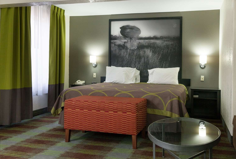 Room - Super 8 Hotel Arkansas City
