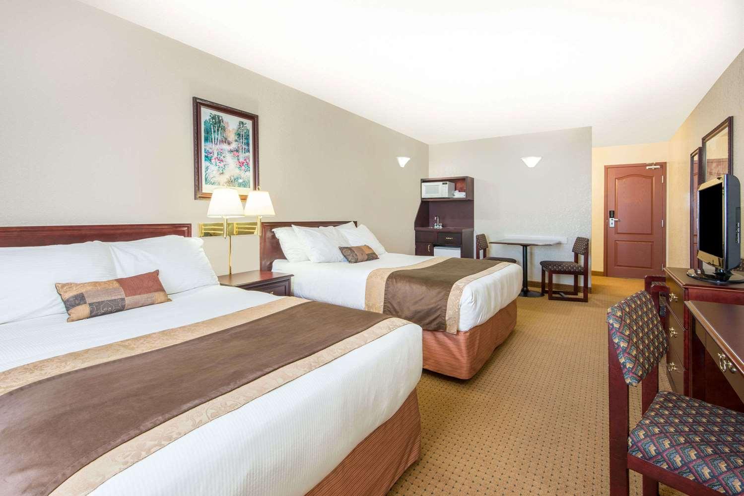 Room - Ramada Inn Lloydminster