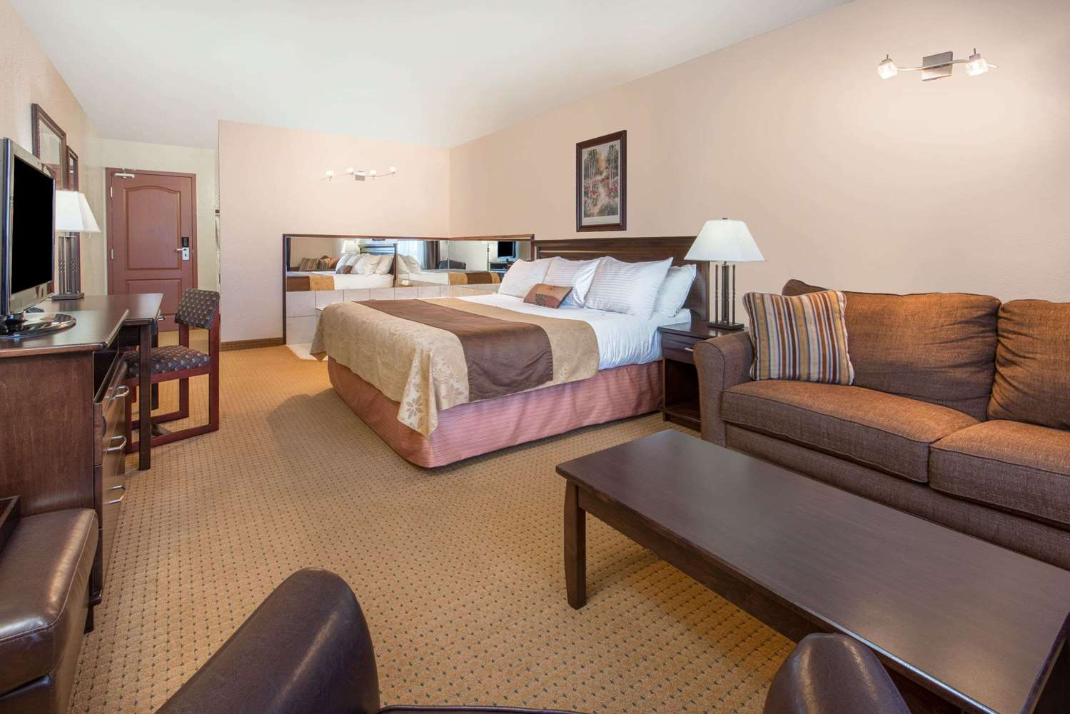 Suite - Ramada Inn Lloydminster
