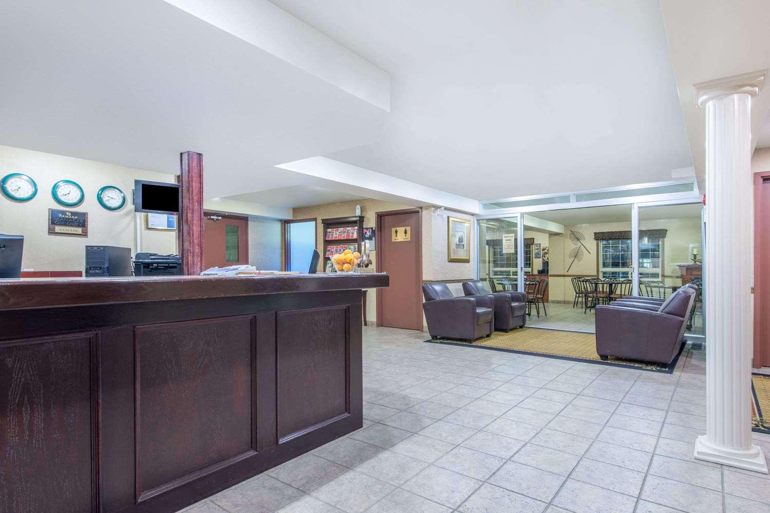 Lobby - Ramada Inn Lloydminster