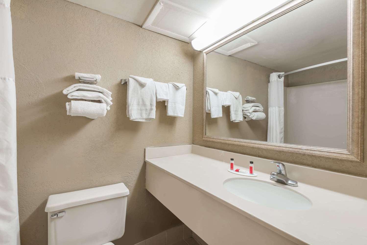 Room - Super 8 Hotel Miamisburg