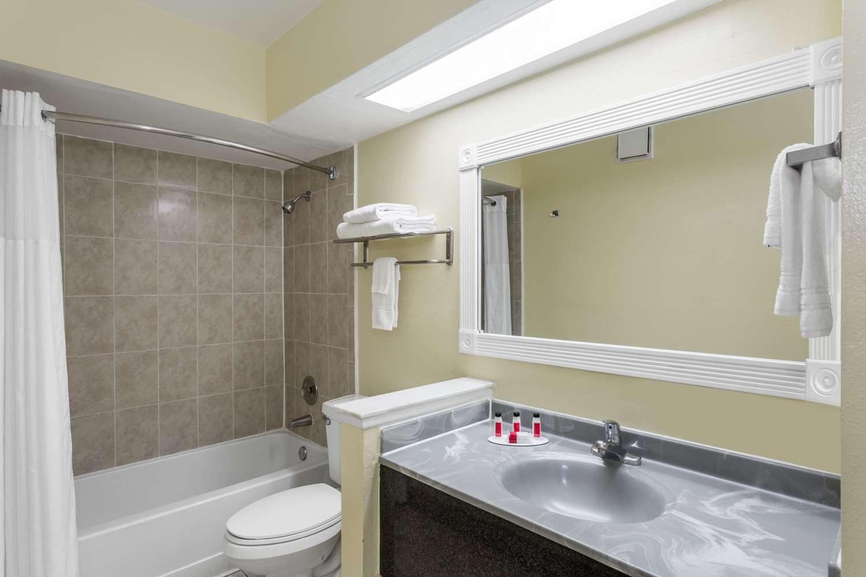 Room - Days Inn & Suites Port Richey