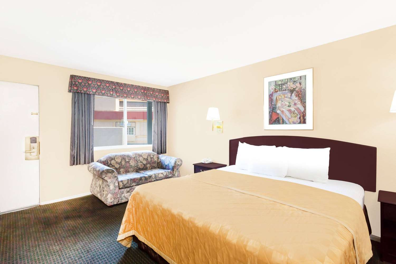 Room - Travelodge Barstow