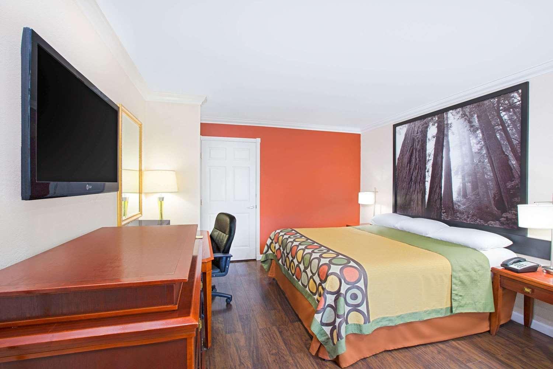 Room - Super 8 Hotel Ukiah