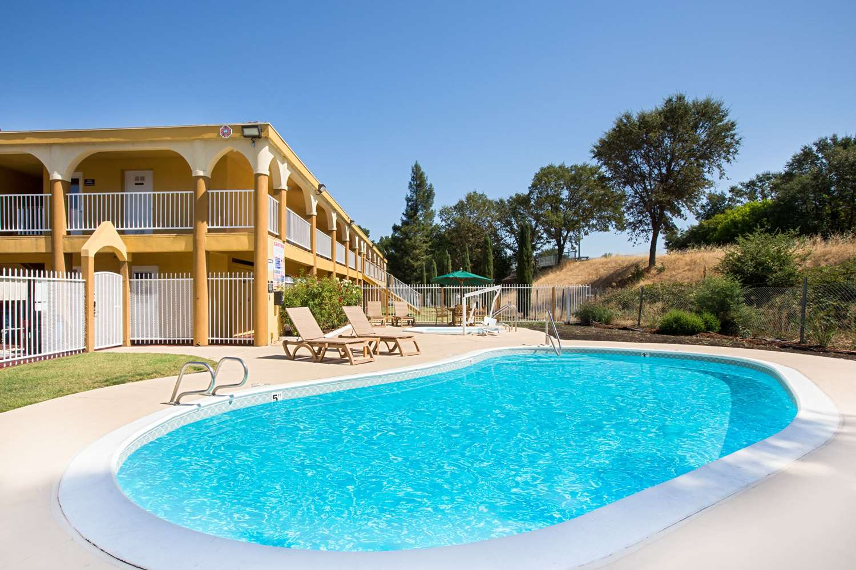 Pool - Super 8 Hotel Ukiah