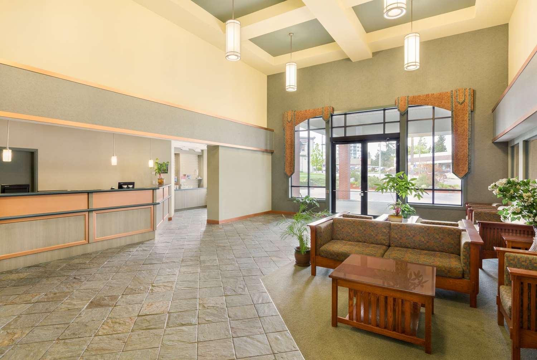Lobby - Ramada Inn Nanaimo