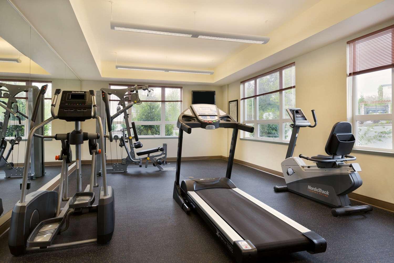 Fitness/ Exercise Room - Ramada Inn Nanaimo