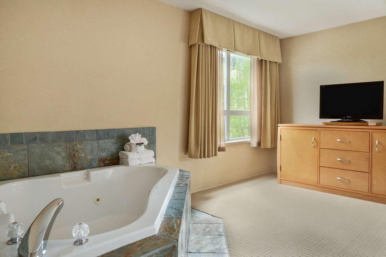 Suite - Ramada Inn Nanaimo
