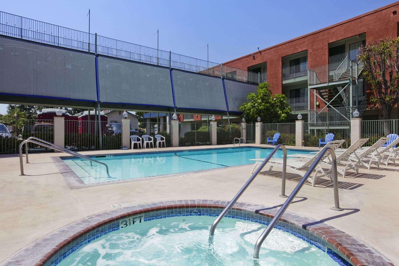 Travelodge Anaheim Inn & Suites on Disneyland Drive, CA - See Discounts