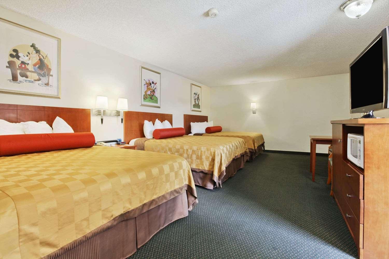 Travelodge Anaheim Inn Amp Suites On Disneyland Drive Ca