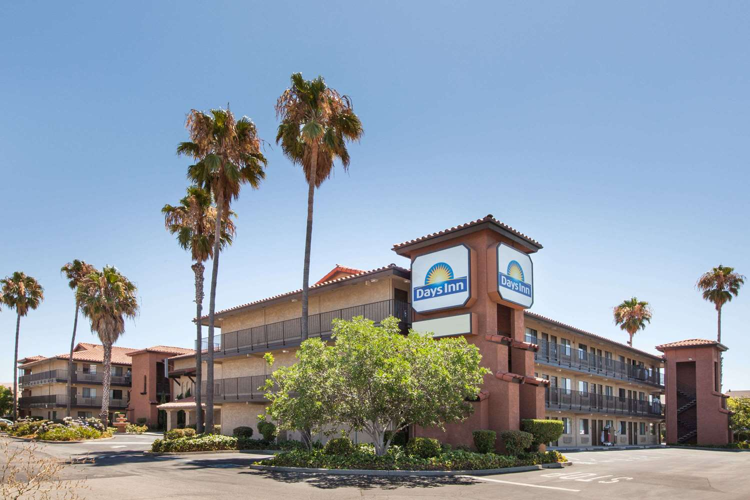 Exterior View   Days Inn Milpitas ...