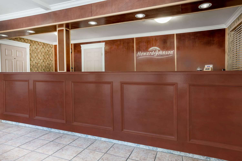 Lobby - Howard Johnson Inn Downtown Kamloops