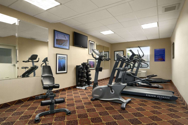 Fitness/ Exercise Room - Days Inn University Edmonton