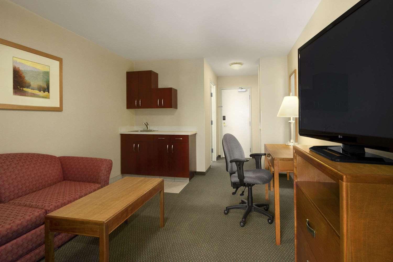 Suite - Days Inn University Edmonton
