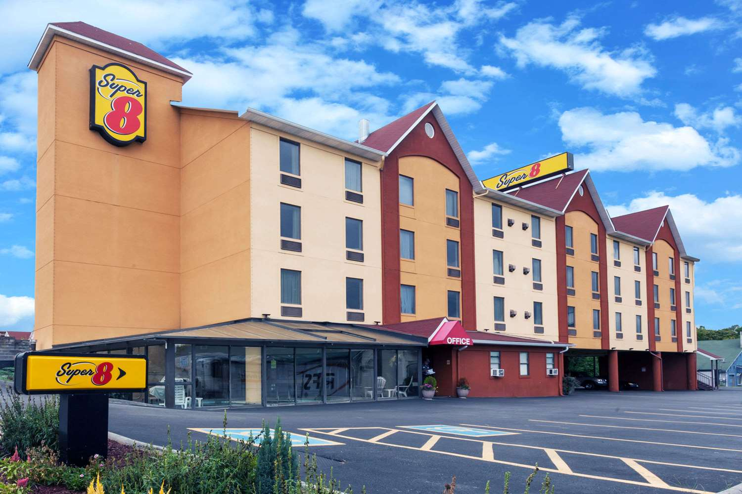 Super 8 Hotel Pigeon Forge, TN - See Discounts
