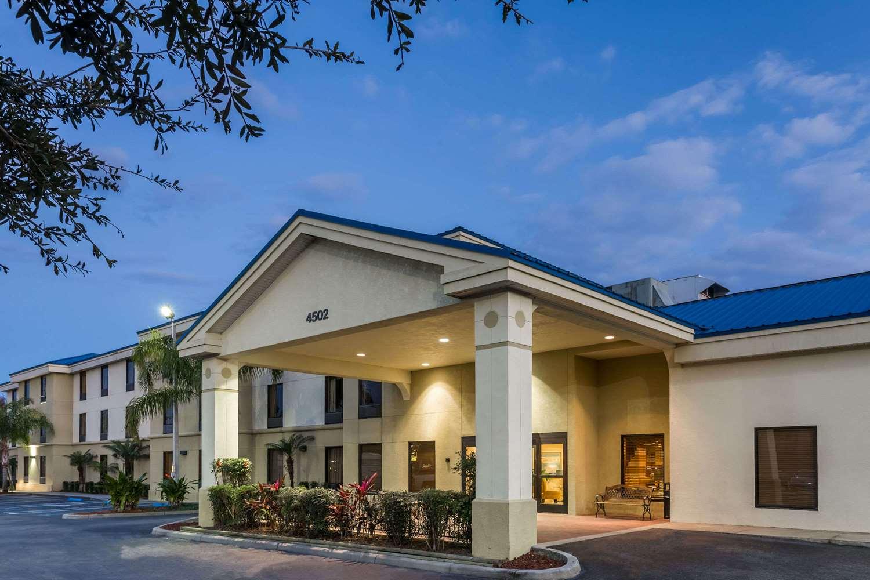 Exterior view - Days Inn & Suites Lakeland