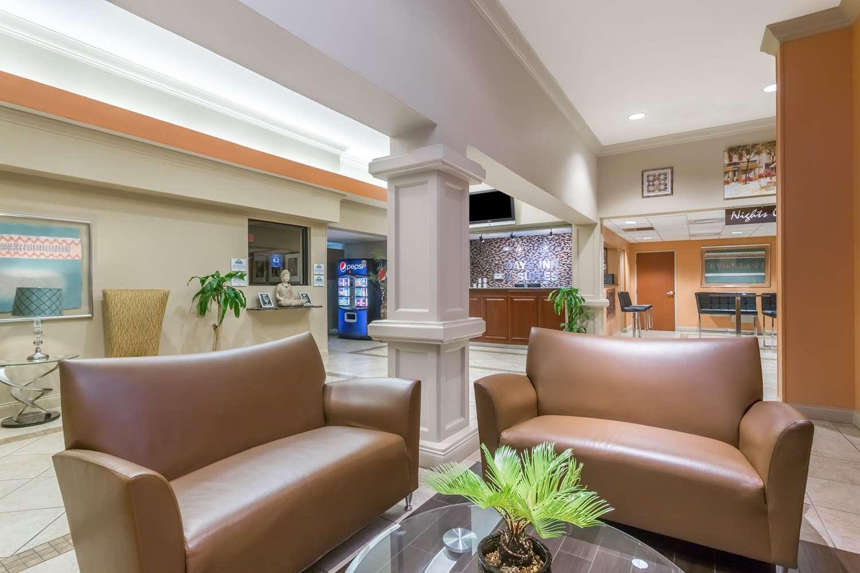Lobby - Days Inn & Suites Lakeland