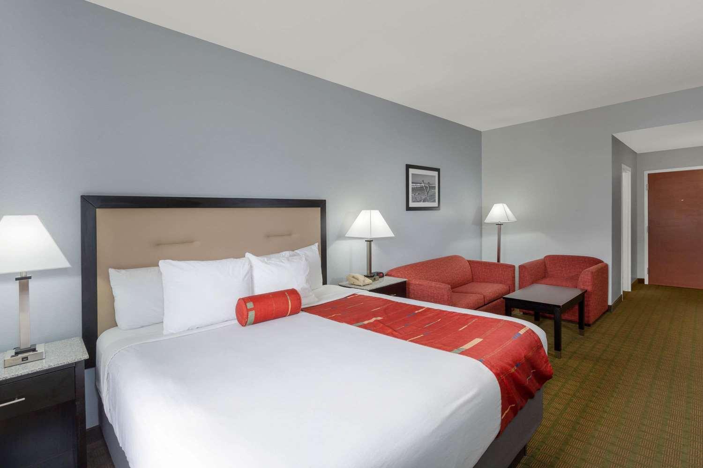 Suite - Days Inn & Suites Lakeland
