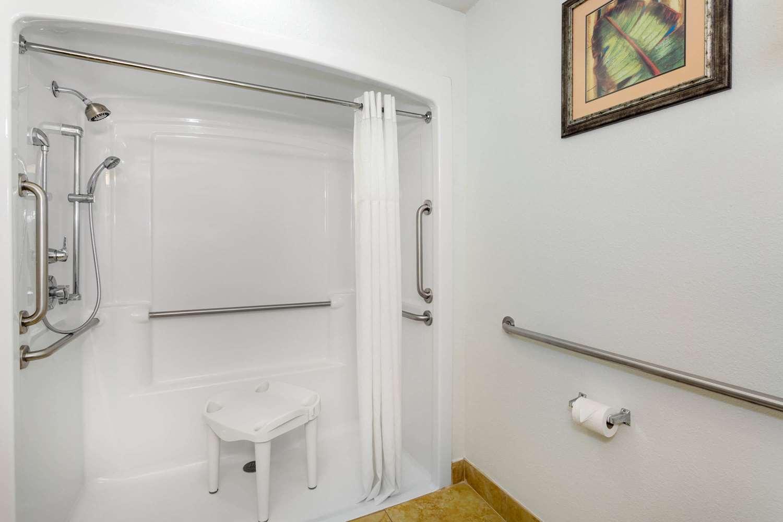 Room - Days Inn & Suites Lakeland