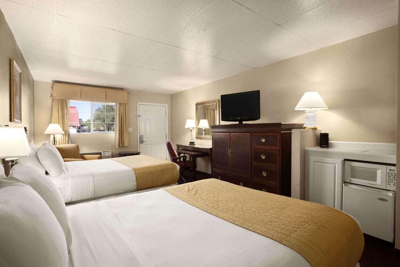 Room - Days Inn Montrose