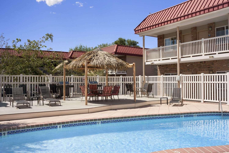 Pool - Days Inn Montrose