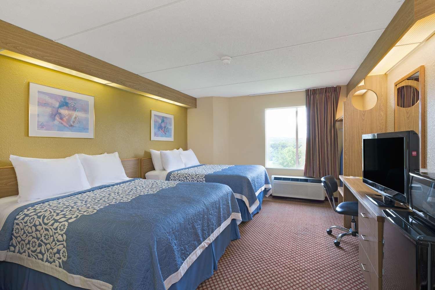 Room - Days Inn Pittsburgh Airport Coraopolis