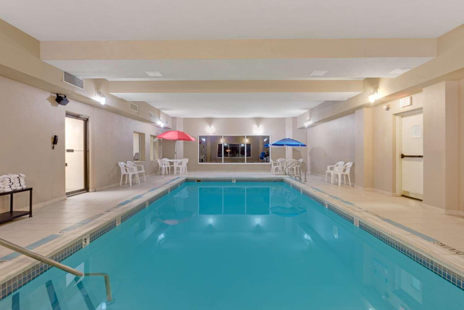 Pool - Days Inn Pittsburgh Airport Coraopolis