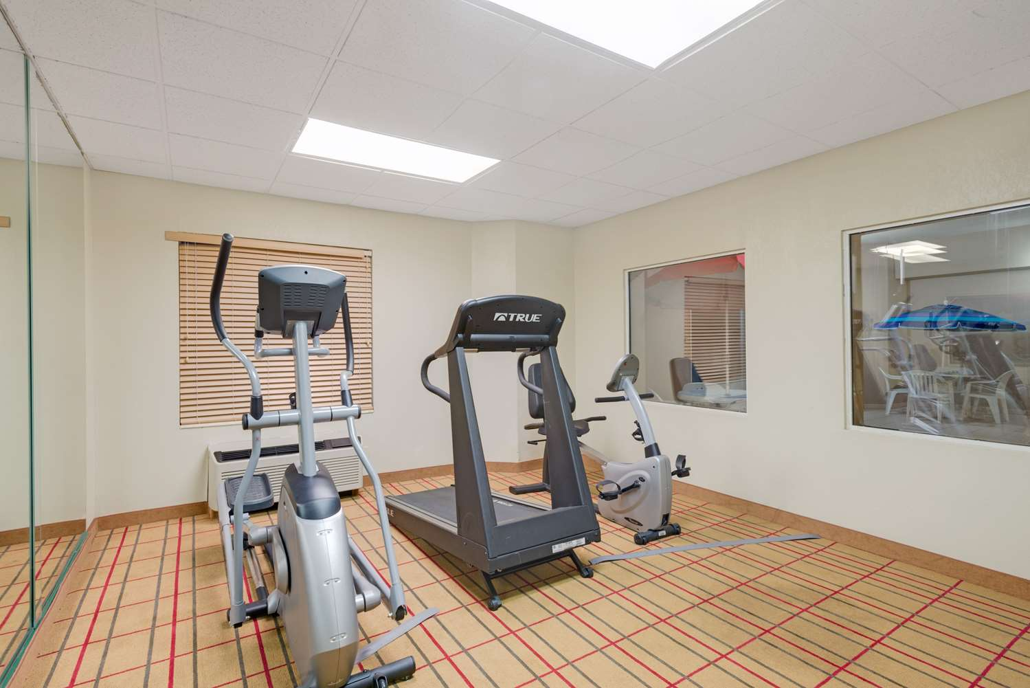 Fitness/ Exercise Room - Days Inn Pittsburgh Airport Coraopolis