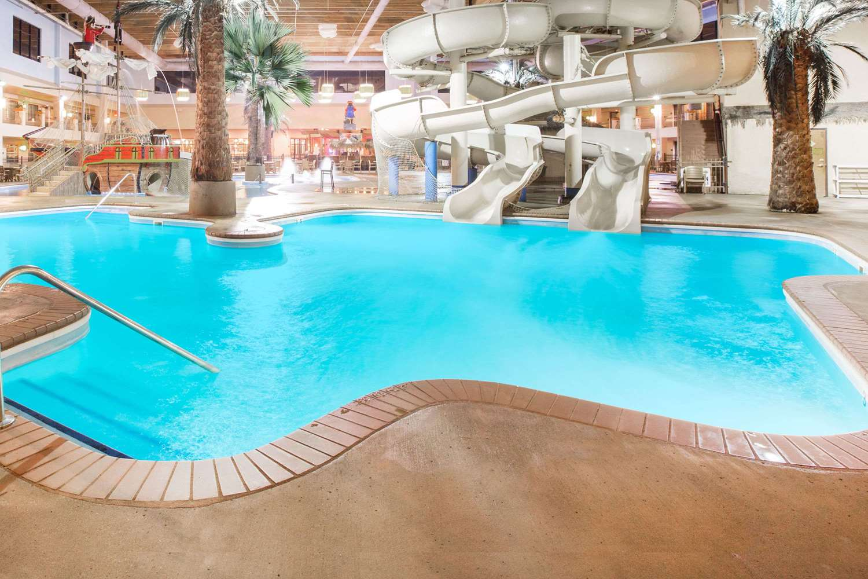 Pool - Ramada Tropics Resort & Conference Center Des Moines