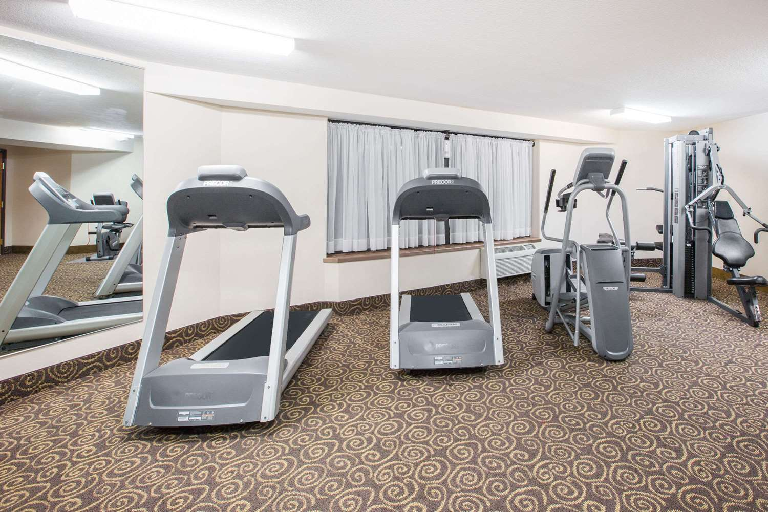 Fitness/ Exercise Room - Ramada Tropics Resort & Conference Center Des Moines