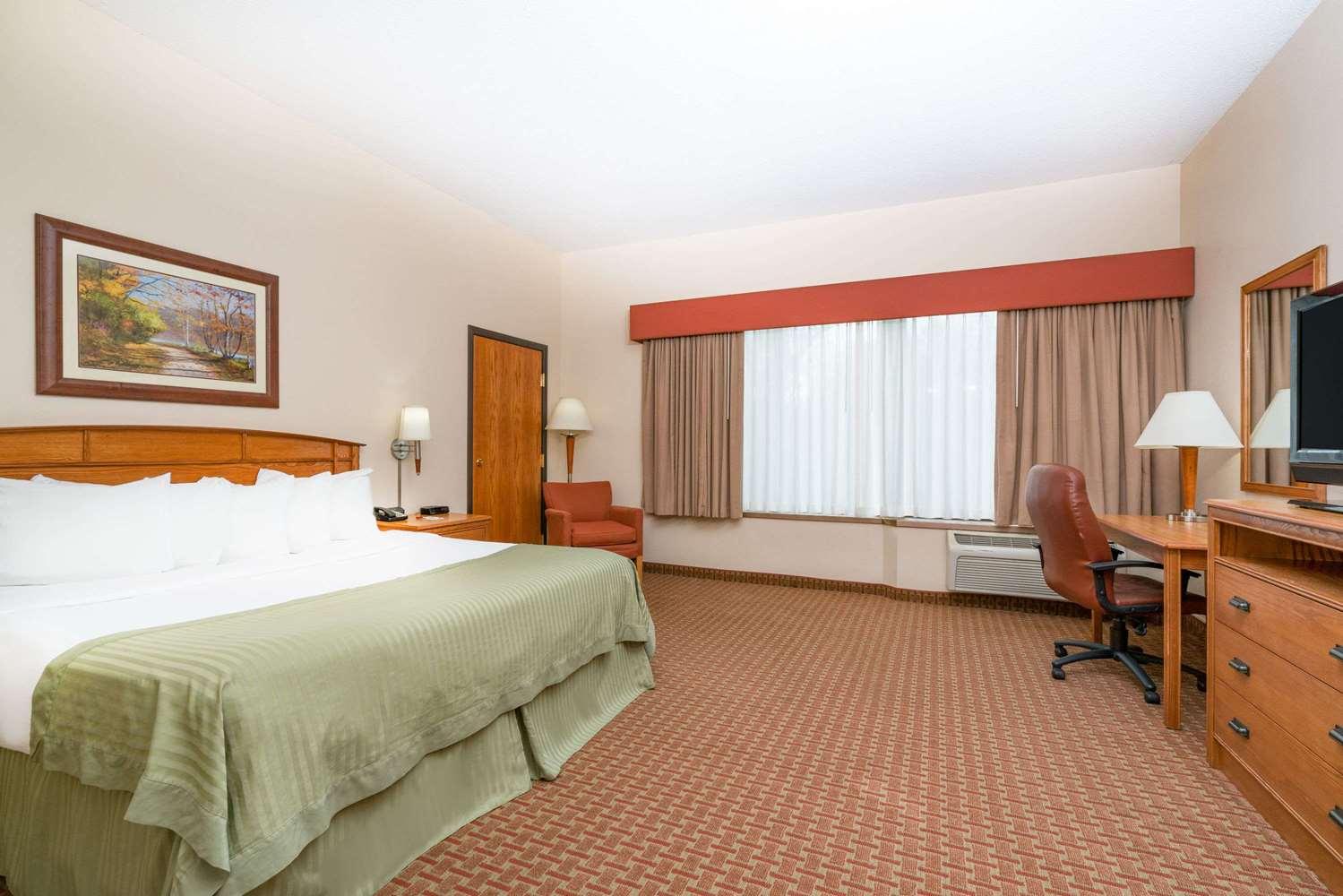 Suite - Ramada Tropics Resort & Conference Center Des Moines