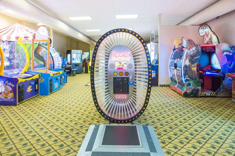 Recreation - Ramada Tropics Resort & Conference Center Des Moines