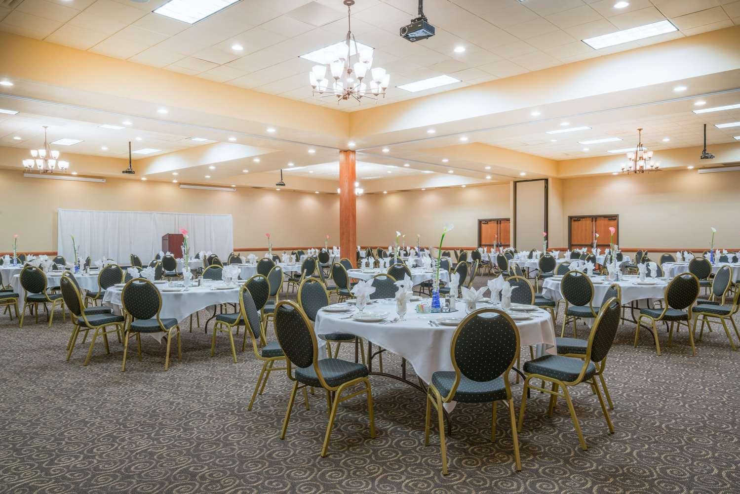 Ballroom - Ramada Tropics Resort & Conference Center Des Moines