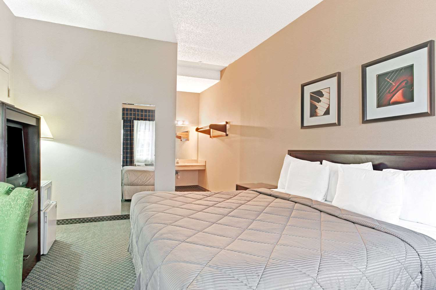 Suite - Days Inn Federal Way