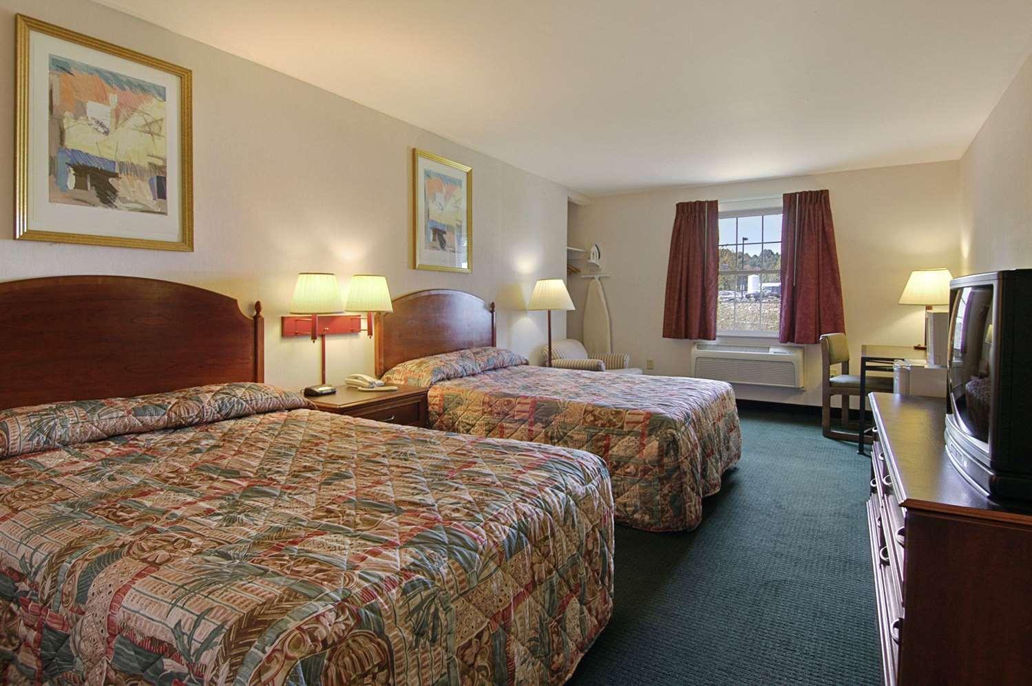 Room - Howard Johnson Inn Williamstown