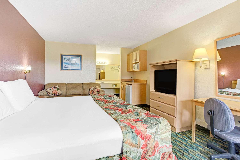 Suite - Baymont Inn & Suites Kissimmee