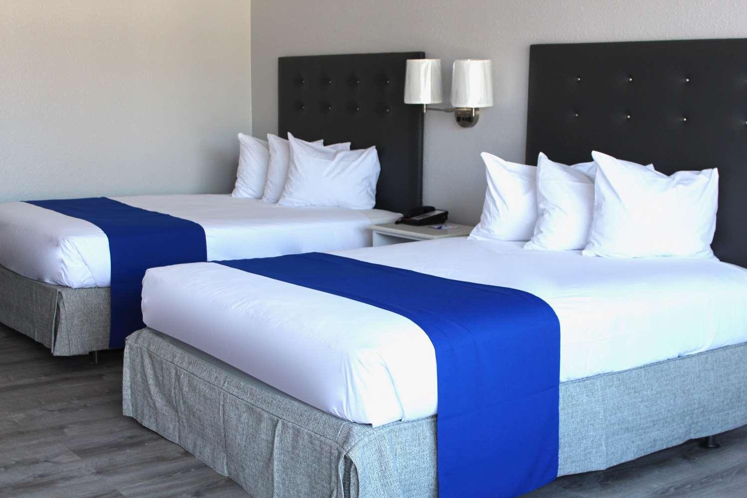 Room - Baymont Inn & Suites Kissimmee