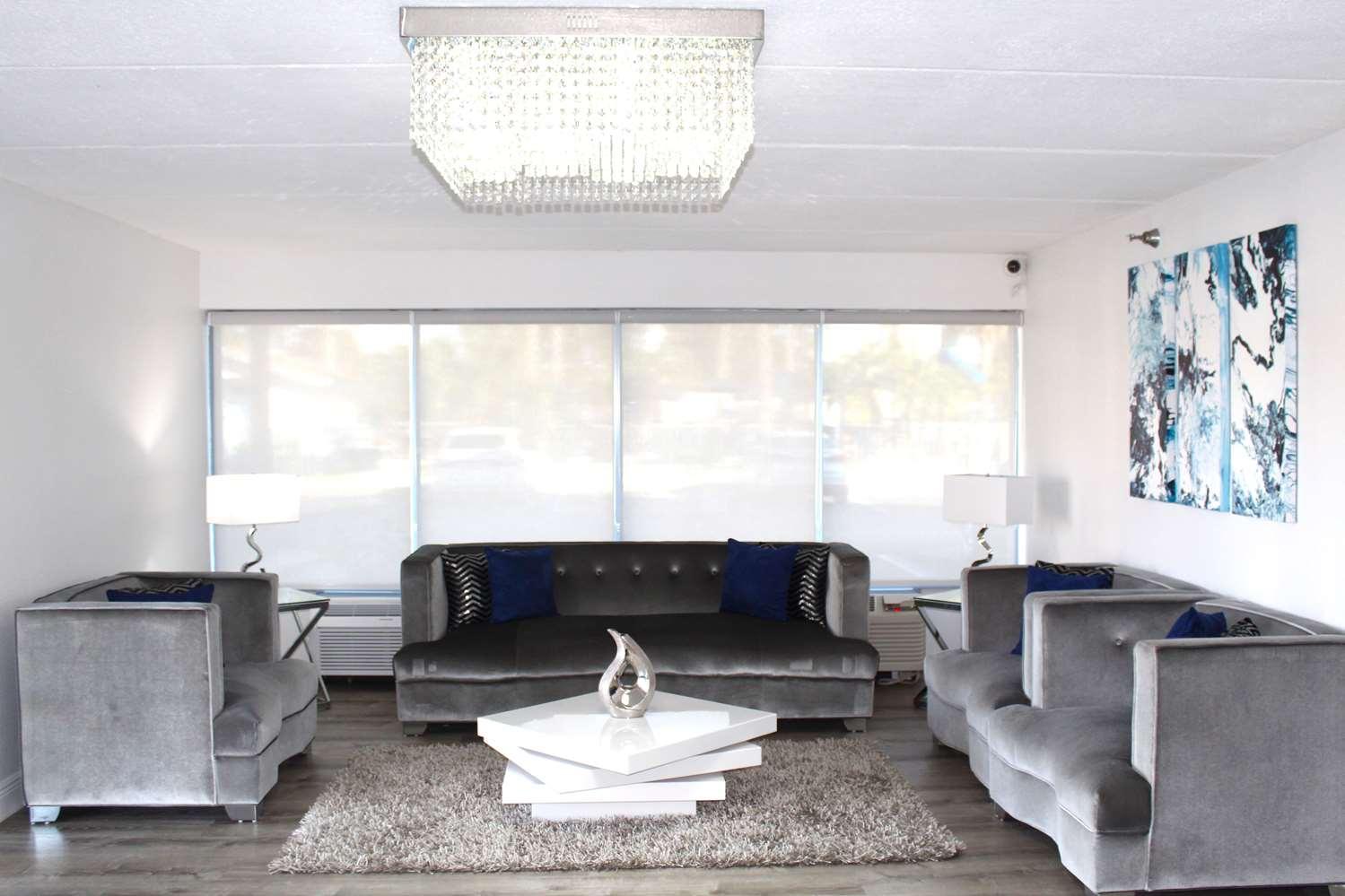Lobby - Baymont Inn & Suites Kissimmee