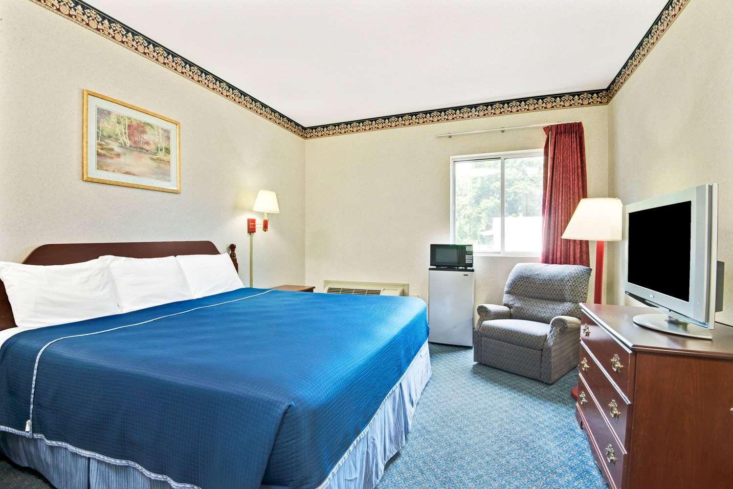 Room - Howard Johnson Inn Bethel