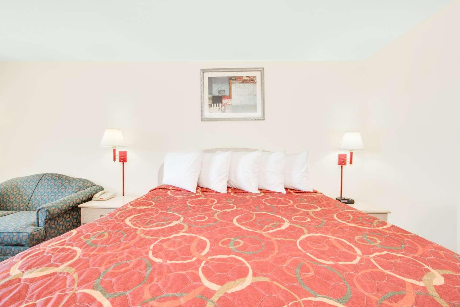 Room - Days Inn Andrews